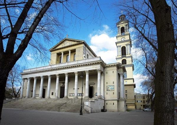 Bazylika ( Sanktuarium ) Rzymskokatolicka pw. Najświętszego Serca Jezusowego przy ul. Kawęczyńskiej